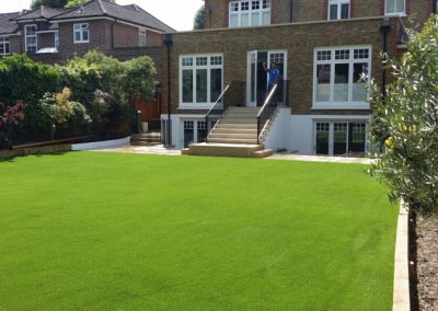 artificial-grass-for-back-gardens_028
